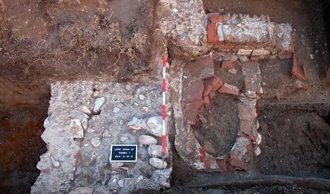 Tomba scavo